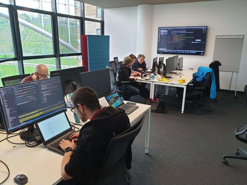 Der Hackathon ist in vollem Gange.