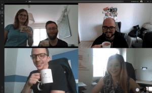 Microsoft Teams Videoanruf, in dem sich mehrere Kollegen zu einer Kaffeepause mit Small Talk treffen